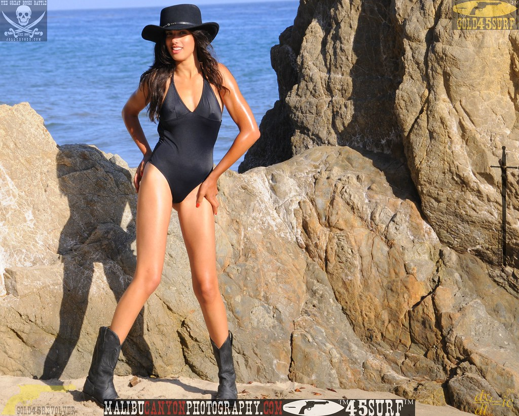 malibu_swimsuit_model_matador_beach  434.45655