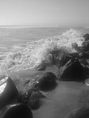 El Romper De Las Olas (Srch) Tags: sea blackandwhite bw beach mar playa bn tijuana playasdetijuana rocas tijuanabeach