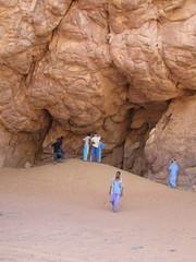 Voluntary campaign to clean up tourist areas Sponsored by the association izlmane djanet (Djanet Desert Convoy) Tags: travel sahara algeria tuareg voyages tassili tadrart djanet netoyage izlmane tadrart2008