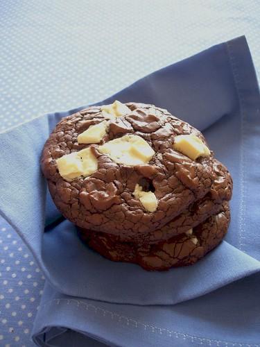 Dark and white chocolate chunk cookies