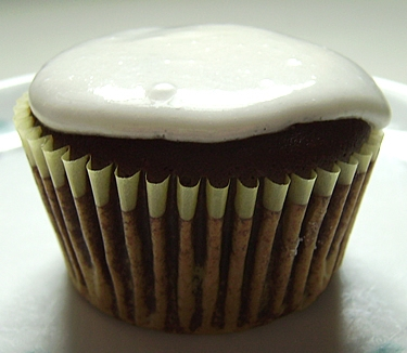 Baking Cupcakes Yummy Cupcakes Beer Cupcakes Cupcake Recipes Dessert Recipes Guinness Cupcakes Guinness Cake Orange Cupcakes Unsweetened Cocoa Forward Even if you are not a beer fan you will love this Guinness Cupcakes.