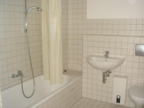 廁所...很白