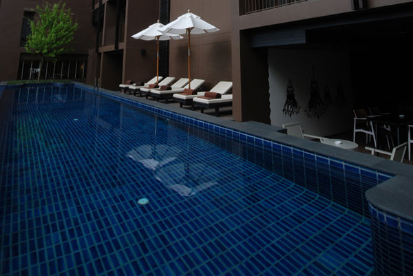 Full view of the dip pool (image provided by Wotif.com)