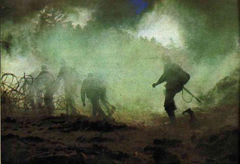 batallón entrando en la niebla