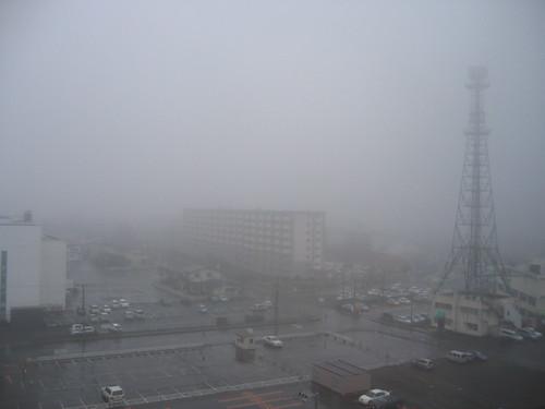 隔天早上起霧了