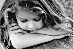 Aonde quer que eu v... Levo voc no olhar... (Fernanda Fronza) Tags: bw eye love girl olhar friend poetry child amor amiga pb nikond50 poesia criana menina dreamer soe sonho feza hebertvianna diaadiabrasileiro danydomingos aondequereuvlevovocnoolhar childrenbestphotos