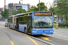 L121 Westfriedhof (Woodpeckar) Tags: blue buses germany munich mnchen bayern mercedesbenz 5d sev stachus karlsplatz mvg eos5d citaro woodpeckar articulatedbus evobus