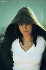 Sara retrato .- 2008 (RolanGonzalez) Tags: chica retrato capucha