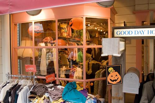 Décorations d'Halloween à la vitrine d'un magasin de Harajuku