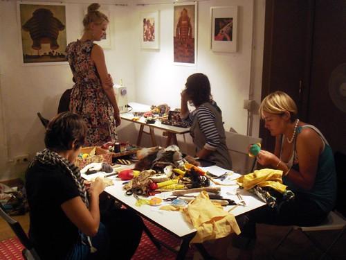 Taller de muñecos de Gina Thorstenen en Duduá