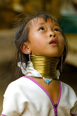 Padaung Girl (hyperfocalS) Tags: travel portrait people portraits neck thailand necklace asia southeastasia long village faces bokeh burma traditional hill culture tribal karen ring rings longneck tribes chiangmai myanmar tribe potrait ethnic brass burmese mujeres birma coils bodymodification indigenous villagers hilltribes padang hilltribe longnecktribe karentribe padong longnecks padaung birmanie collo kayan longo birmania longneckkaren mujeresjirafa burmeseborder paduang earthasia giraffewomen