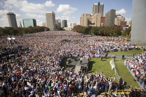20081018_St.Louis_MO_ArchRally0158.jpg by Barack Obama.