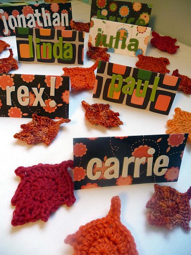 thanksgiving place cards and leaves