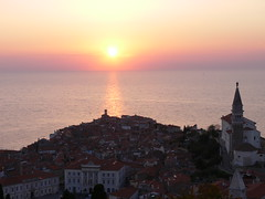 Soncni zahod v Piranu razgled iz Obzidje / Sunset in Piran view from the Town wall (eszsara) Tags: sea church view belltower slovenia piran slovenija naplemente tenger adria templom susnet townwall morje soncnizahod szlovénia razgled stgeorgecathedral kilátás zvonik cerkve harangtorony városfal obzidje cerkvesvjurija