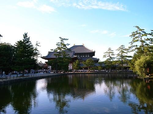 東大寺 鏡池と大仏殿