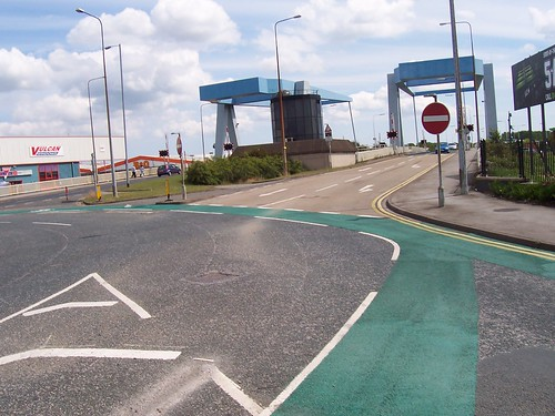 Clough Road roundabout cycle lane