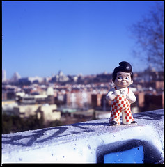 MAMIYA C33 (pianococtail) Tags: madrid boy 120 6x6 mamiya film toy big hamburger fujichrome c33 astia 100f