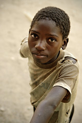 Young zambian boy - Kawaza village (PascalBo) Tags: africa boy portrait people face kid nikon child d70 enfant zambia visage garçon kunda afrique southernafrica eastafrica zambie 123faves kawaza afriqueaustrale afriquedelest pascalboegli