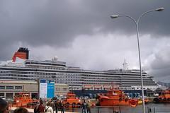Queen Victoria (Tomas R Vigo) Tags: cruise sea espaa barco ship galicia 2008 cunard queenvictoria pontevedra vigo crucero trasatlantico