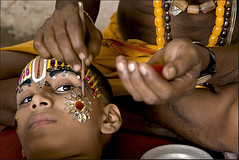 Ram's make up (Elishams) Tags: portrait india children kid child indian traditional culture makeup varanasi benares northindia uttarpradesh ramnagar ramlila indedunord svarup