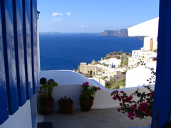 Santorini - Ia 01 (timinbrisneyland) Tags: view terrace santorini greece ia bluedoor bouganvillia