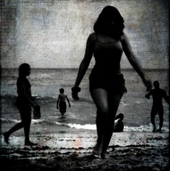 The Beach (Michelle Brea) Tags: people bw art beach photography movement moments dominican photographer artistic time dominicanrepublic dr manipulation dominicana fotografia capture feelings artista santodomingo artlibre artlibres 2bdasest hourofthesoul michellebrea photodistorzija4