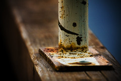 Peeling paint (96dpi) Tags: wood rust peeling tele anleger rost holz potsdam corrosion abblttern korrosion konverter sacrow kenko14