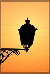 (Claude Vidre) Tags: sol contraluz farola puestadesol mallorca sunet banyalbufar