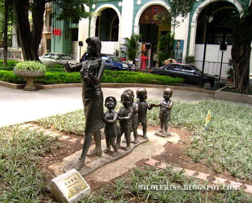 violin lady and children