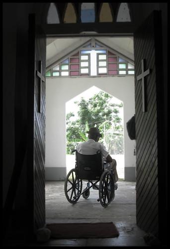 O persoană cu handicap poate primi botezul dacă crede în Domnul Isus Hristos