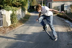 Sk8boarding (Luc Lagasquie) Tags: road white game france canon eos 350d rebel xt skateboarding slide x route skate skateboard caillac luclagasquie