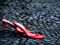The stroke of midnight (snappy chappy) Tags: pink blue red blur berlin germany deutschland focus shoes pavement cobblestones stilettos snappychappy