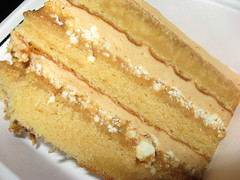 Momofuku Bakery & Milk Bar: Dulce de leche cake (close up)