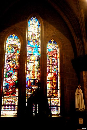 哥德式建築-大型彩色玻璃窗