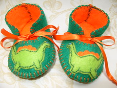 green and orange handmade baby booties with wonderful dinosaurus motifs (Funky Shapes) Tags: uk flowers baby verde green love colors animal kids shoes autum handmade felt zapatos yarn gift animales booties dinosaurus bebes dinosaurios babygift handstich funkyshapes babyclothing etsybaby greebabyslippers
