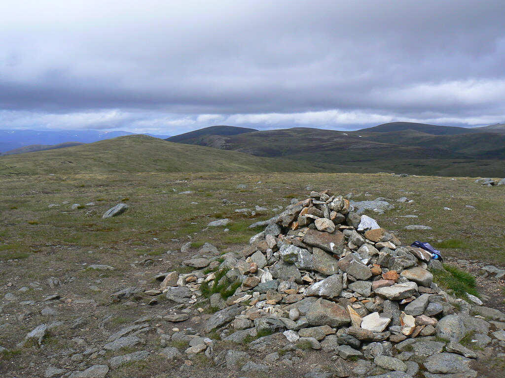 Cairn on Tom Buidhe
