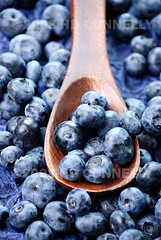(hd connelly) Tags: stilllife food closeup fruit hdconnelly wooden many spoon fresh blueberry gs blueberries gi