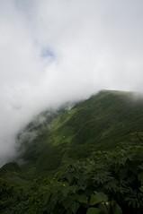 一瞬姿を現した狩場山山頂