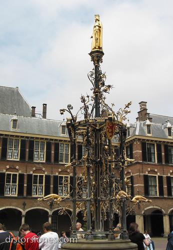 La fuente del Binnenhof