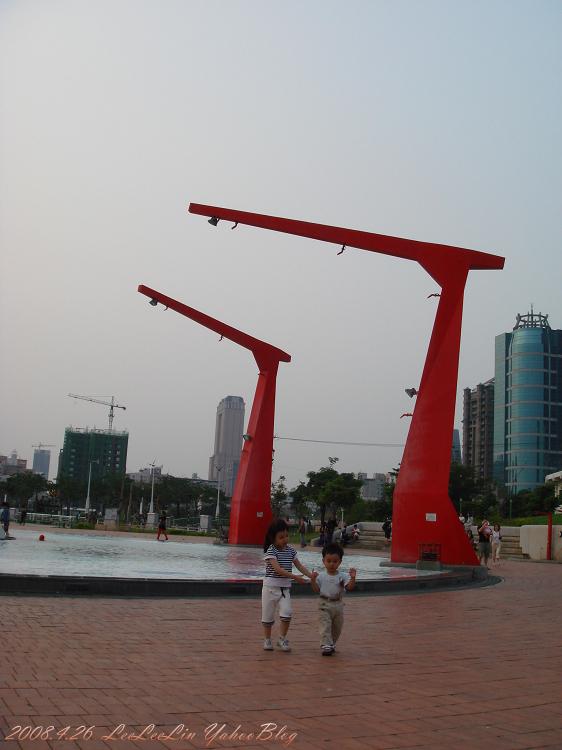 新光碼頭 高雄前鎮區景點 捷運三多商圈站景點