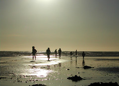 Children on beach (Sunny27) Tags: travel sunset newzealand sun playing beach water children sand child running blacksandbeach challengeyou thechallengegame challengegamewinner friendlychallenges