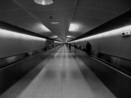 Trip to New York: The Transfer Tunnel in Frankfurt
