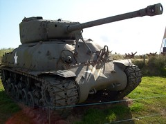 Sherman tank on Utah Beach (santosbanjo) Tags: bird beach utah war tank nest cannon normandy sherman
