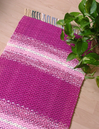 PINK BEAUTY -- Hand-woven small rug