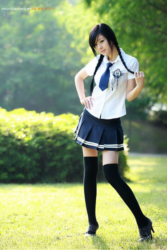 Hwang Mi Hee in school girl oufit 2