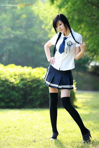 Hwang Mi Hee in school girl oufit 2