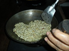 Fry the peanuts (wbelmonte) Tags: tamales pampanga