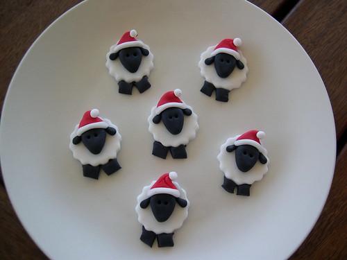 Obra-prima Mossy de Natal ovelhas toppers queque