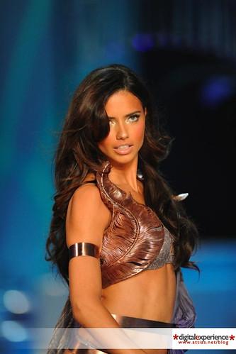 Victorias Secret pasarela Adriana Lima