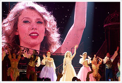 Taylor Swift - Final Curtain (Michelle Mikes) Tags: orlando concert tour taylor swift lovestory taylorswift amwayarena speaknow amwaycenter michellemikes phancydesigns phancyphotography